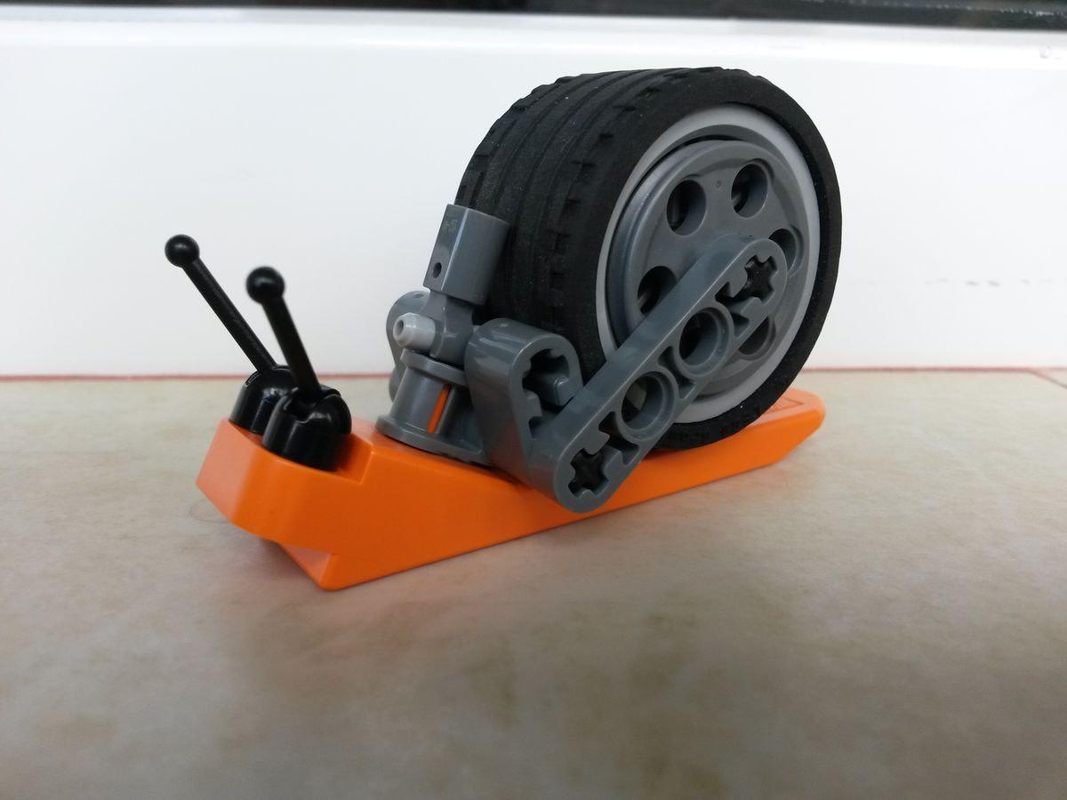 Concurs Imbinarea separatorului de caramizi – creatia 3: Robo-melc