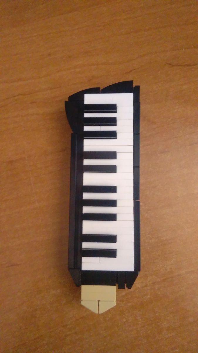 Concurs Licitatia de muzica – Creatia 16: Triola HOHNER PIANO 26