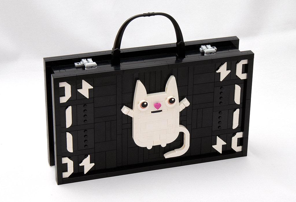 LEGO® MOC by vitreolum: Kitteh Briefcase